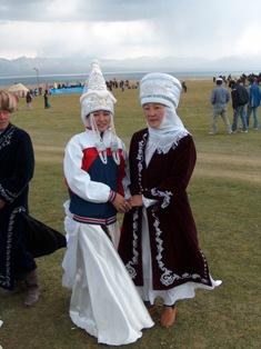 60fee9d38d00 Традиционная одежда жителей Кыргызстана по праву является составной частью  материальной и духовной культуры нации и тесно
