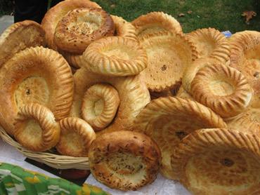 http://asia-travel.uz/images/uzbekistan/cuisine/hleb-lepeshki-uzbekskie.jpg